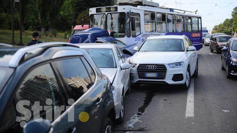 Accident în lanț cu 4 mașini și un troleibuz la Porțile Orașului
