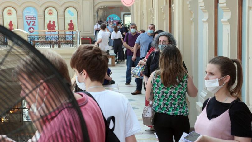 Cozi uriașe la vaccinarea obligatorie în Moscova: Angajații riscă să rămână șomeri