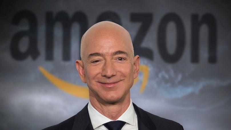 Miliardarul Jeff Bezos va zbura în spațiu luna viitoare