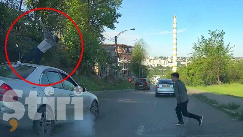 Tânăr din Chișinău, filmat cum e spulberat de o mașină în mijlocul străzii
