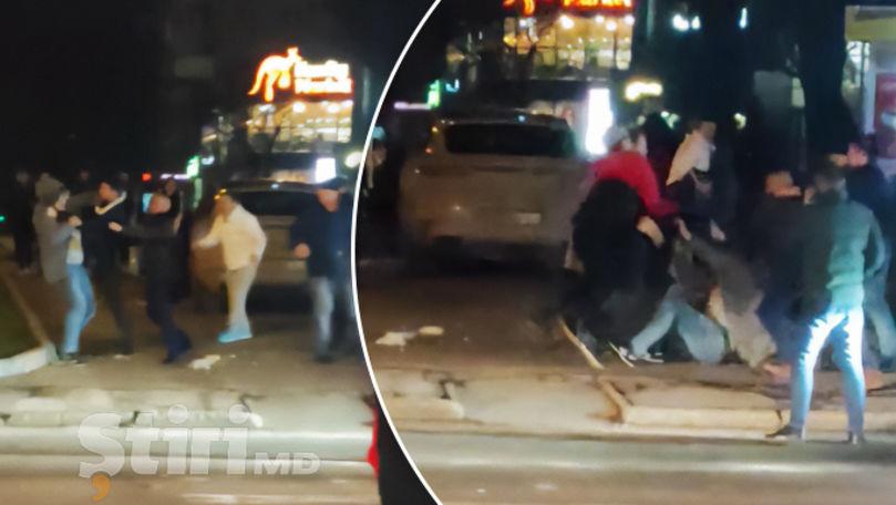 O bătaie, filmată în Capitală. Martor: A început de la parcarea mașinii