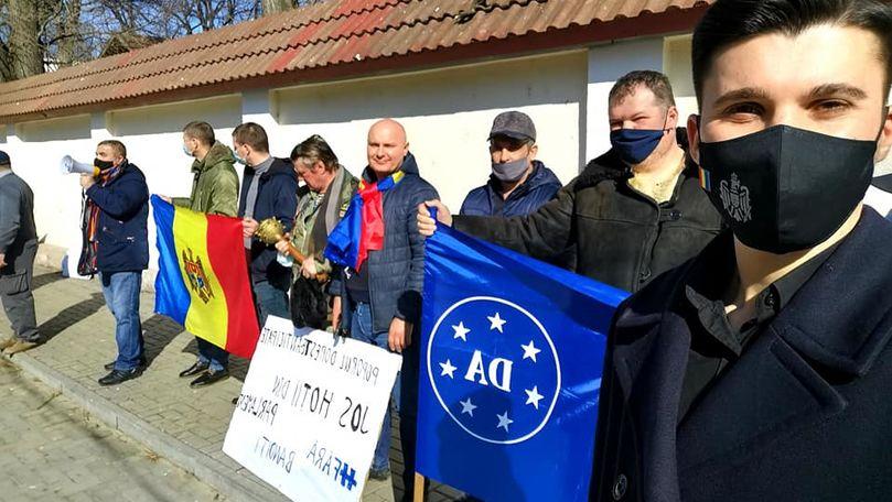 Protest în fața CC: Vrem să curățim acest Parlament care nu ne reprezintă