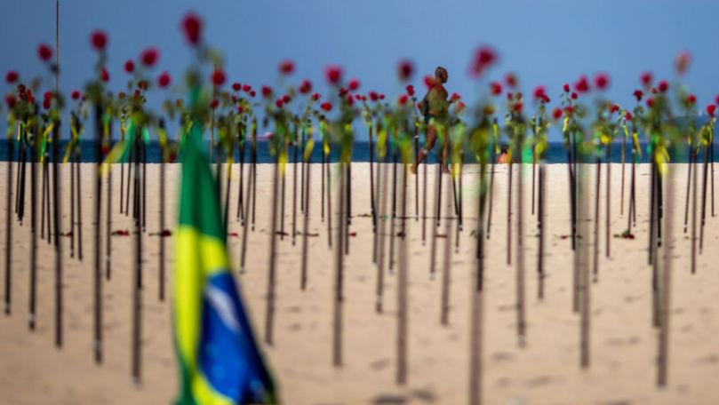 COVID-19: O plajă din Brazilia a fost acoperită cu trandafiri roșii