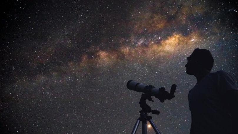 Astronomii au reușit să fotografieze materia întunecată