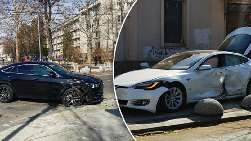Verdict în cazul accidentului de lux dintre o Tesla și un Mercedes