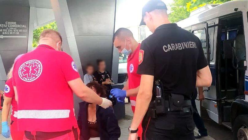 O femeie în stare inconștientă, preluată de ambulanță în Capitală