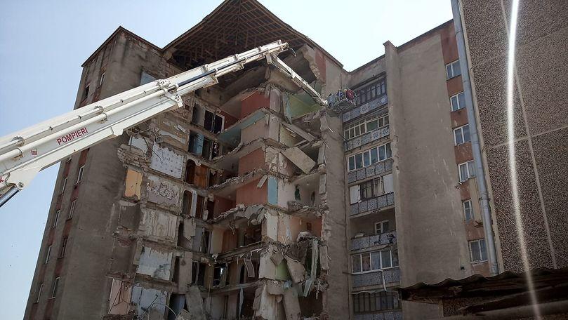 IGSU: Salvatorii au reluat lucrările de demolare a blocului la Otaci