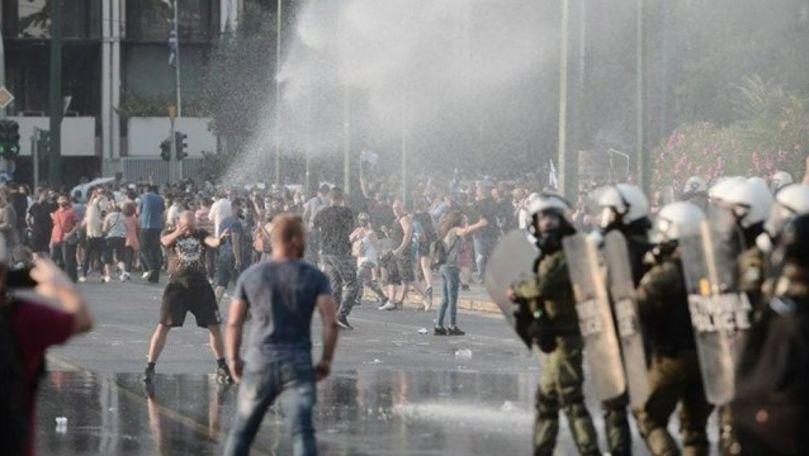 Protest față de vaccinarea obligatorie a îngrijitorilor la Atena