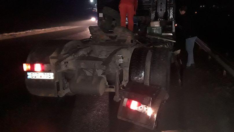 Accident la Hâncești: Un TIR cu 23 tone de semințe a ajuns în șanț