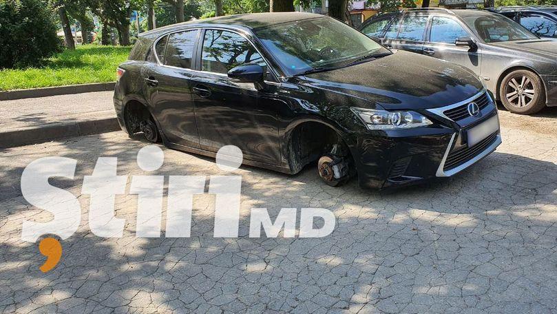 Ghinion pentru un șofer din Chișinău: Un Lexus a rămas fără roți