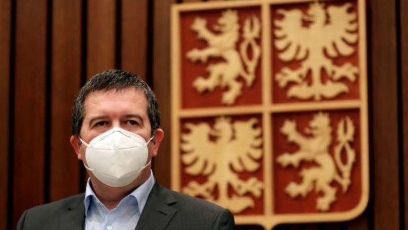 Trocul propus ministrul ceh de Interne: 1 milion de doze de ser Sputnik