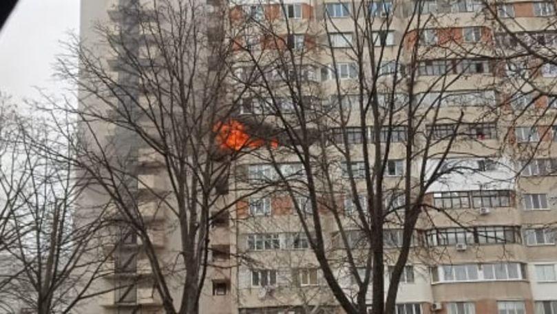 Un apartament din Capitală, cuprins de flăcări: Primele imagini
