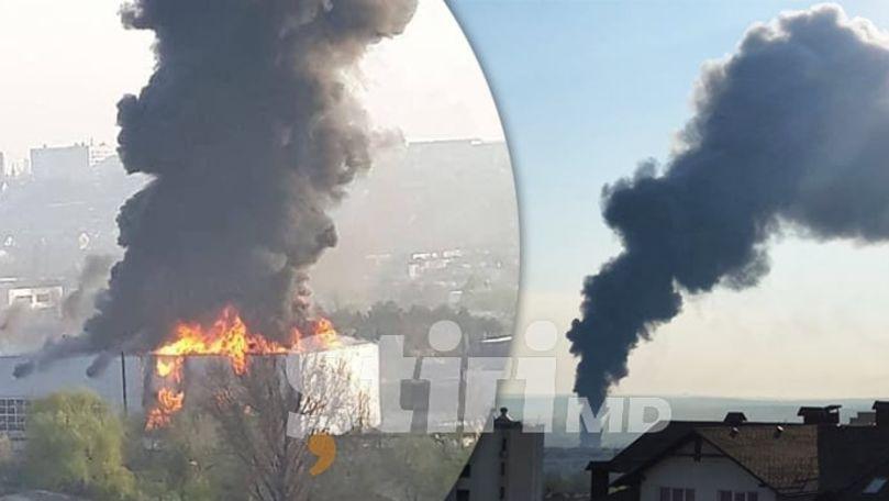 Incendiu la Chișinău: Pompierii au intervenit în forță. Primele imagini
