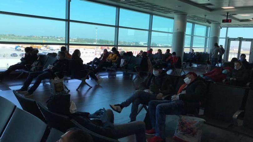 Moldoveni blocați la aeroport în Cehia: Zborul era promis pe 1 aprilie