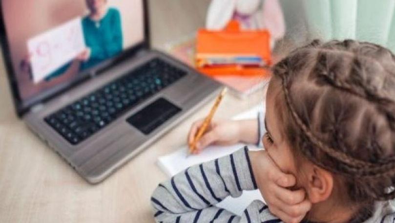 Zile libere și indemnizații pentru părinți dacă școala trece în online