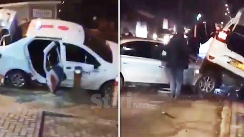 Accident în Capitală: Un taxi a ajuns pe capota unui Audi. Un rănit