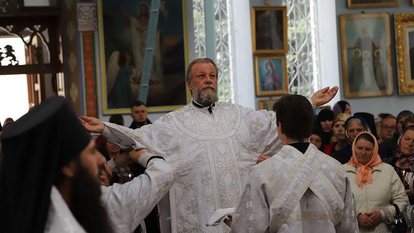 Bisericile rămân deschise: Restricții impuse oficial în timpul slujbei