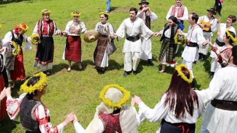 Peste 25 de colective au participat la festivalul Hora Sânzienelor