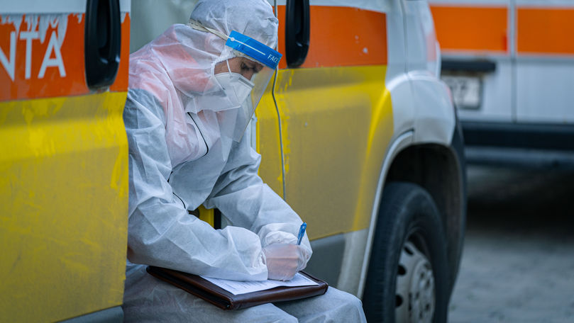Scad cazurile active în Moldova: 52 de pacienți sunt intubați