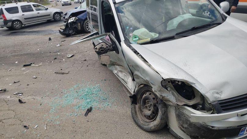 Accident grav în Capitală: O femeie, la spital. Primele imagini