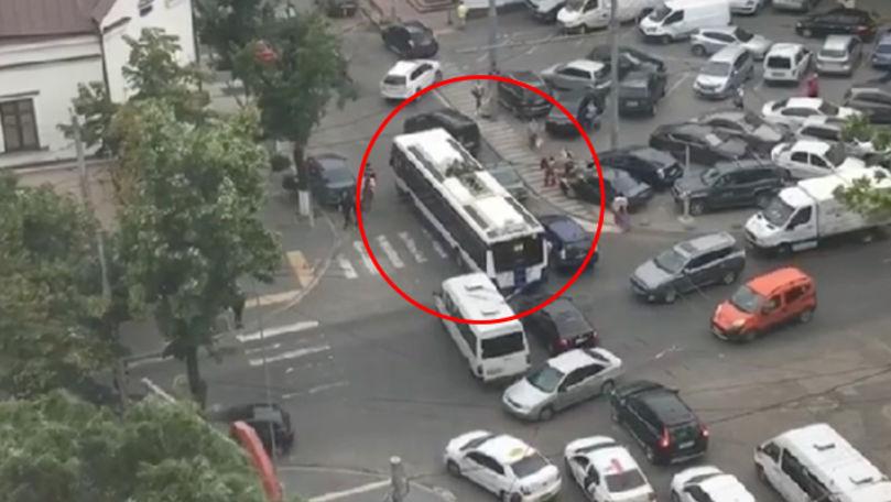 Dovada că apariția noii rute de troleibuz pe strada Columna ar fi o greșeală