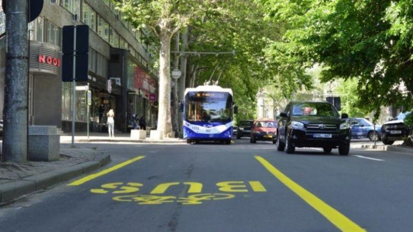Marcajele rezervate transportului public așa și nu au apărut în Capitală