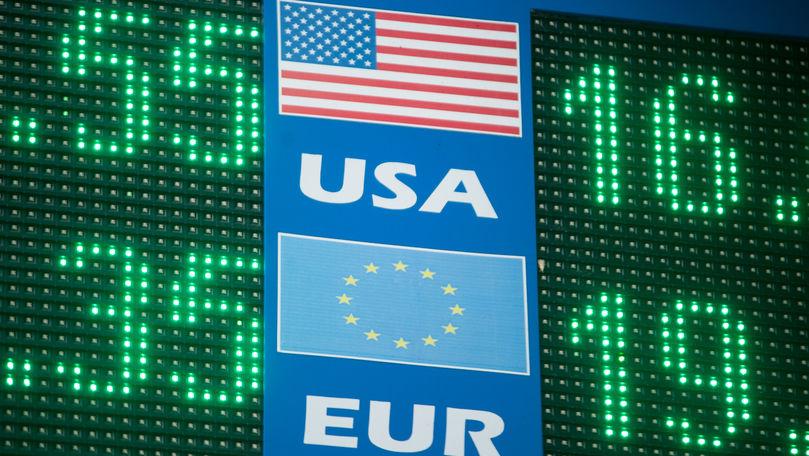 Curs valutar 8 octombrie 2021: Cât valorează un euro și un dolar