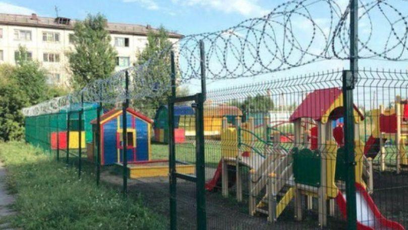 O mamă a înregistrat cum copiii sunt înjurați și bătuți la grădinița 185 din Capitală