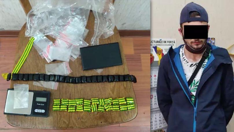 Droguri de 20.000 lei, găsite la un tânăr din Capitală: Riscă închisoare