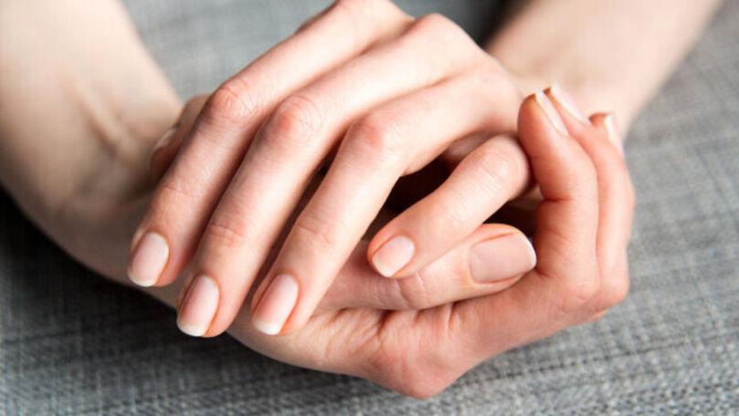 Un nou simptom al infectării cu COVID-19: Ce semne pot apărea pe unghii
