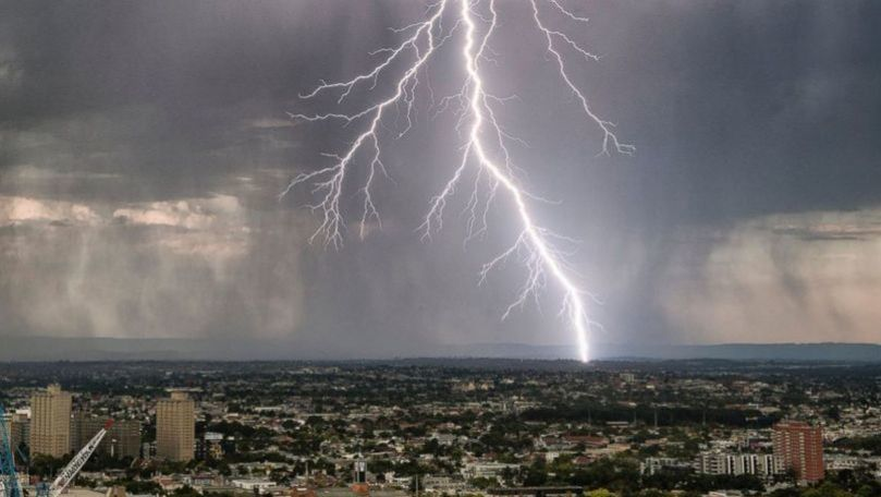 Alertă meteo: Cod Galben de fulgere și ploi cu grindină. Perioada vizată
