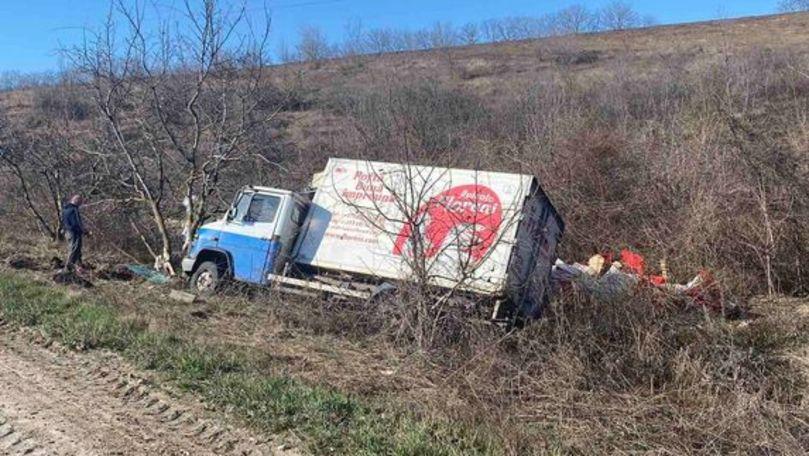 Accident pe traseul Anenii Noi-Căușeni: Un microbuz s-a izbit de un copac