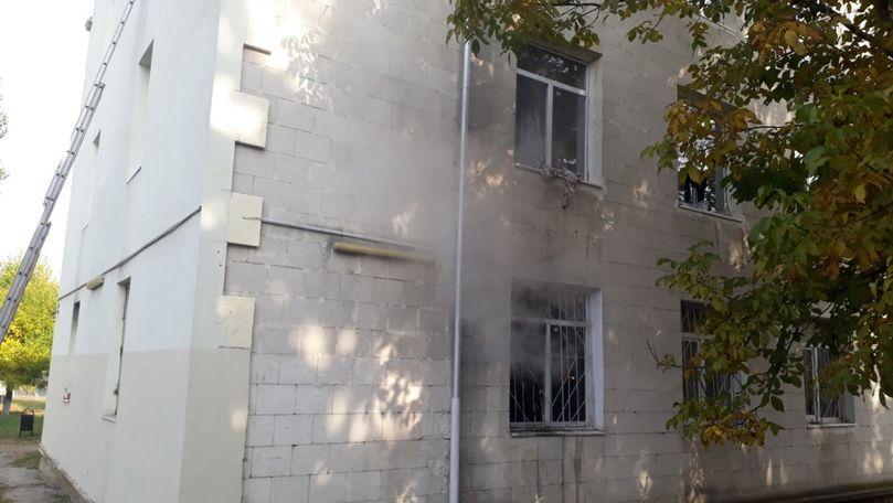 Incendiu la un cămin studențesc din Chișinău: 4 echipaje au intervenit