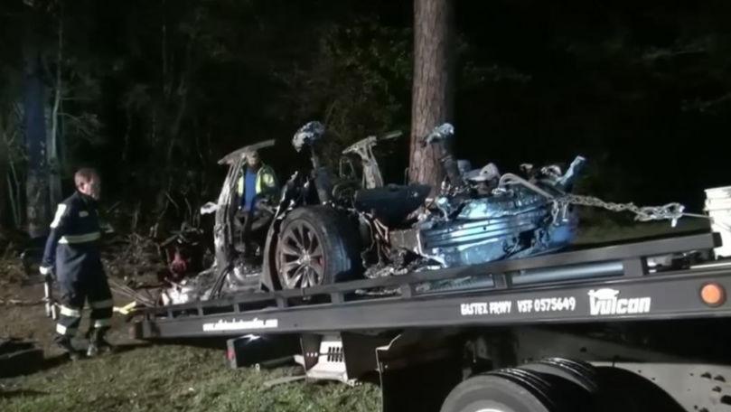 Doi oameni au murit într-un accident cu o maşină Tesla pe pilot automat