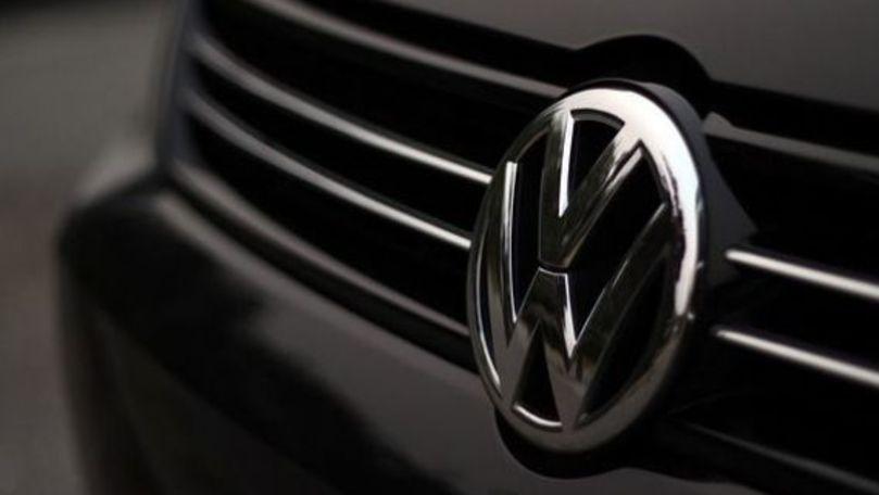 56.000 de automobile Volkswagen Golf, rechemate la service