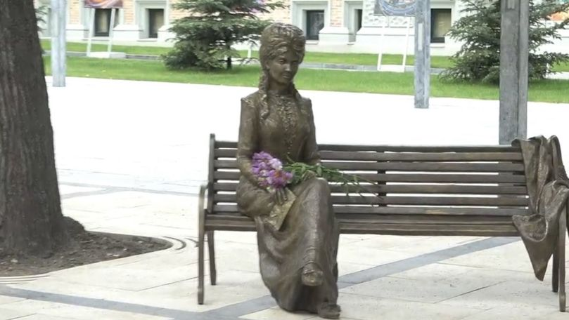 Sculptura Veronicăi Micle a fost inaugurată în scuarul Mihai Eminescu