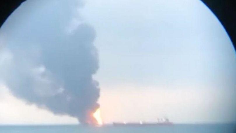 Primele imagini cu navele care au luat foc lângă Crimeea: 14 morți