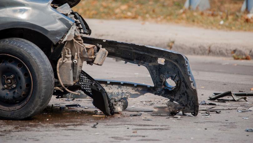 Accident la Sângerei. O şoferiţă a ajuns cu maşina în şanţ: 2 răniți