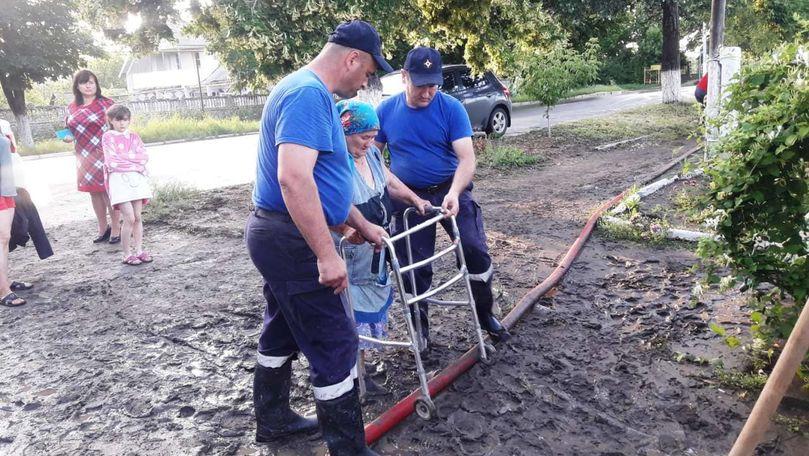 Cod Galben: Copii evacuați, terenuri inundate și drumuri distruse