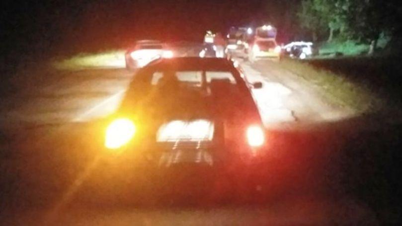 O mașină a intrat într-un copac la Dubăsari: 2 răniți. Șoferul a fugit
