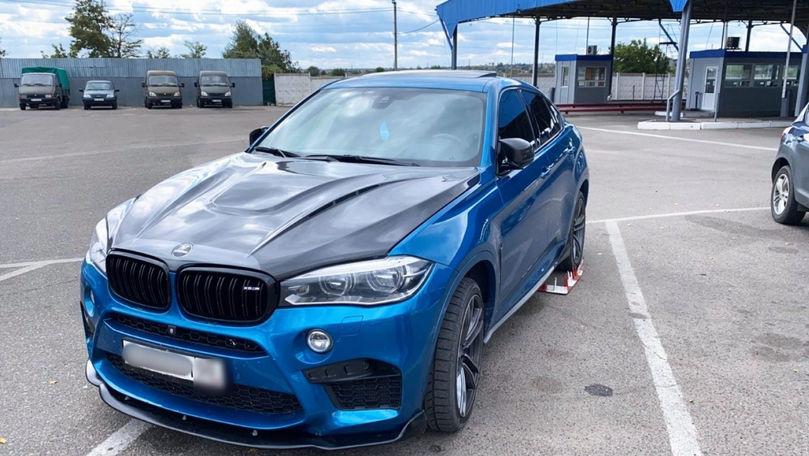 BMW căutat de Interpol, găsit la vamă în Ucraina: Șoferul e moldovean