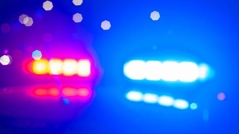 Un șofer a intrat cu BMW-ul în copac la Slobozia: Un mort