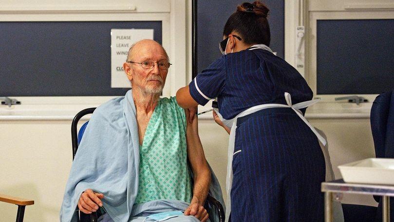 Primul bărbat din lume care s-a vaccinat anti-COVID a murit