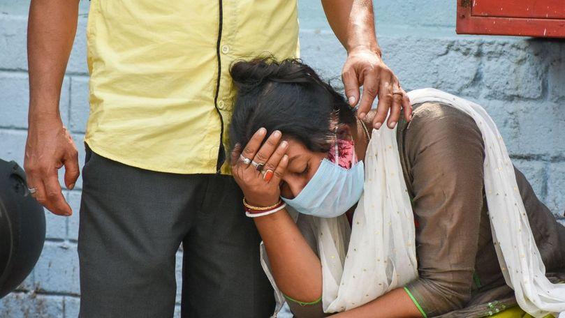 Număr record de decese în India: Peste 350.000 de morți în total