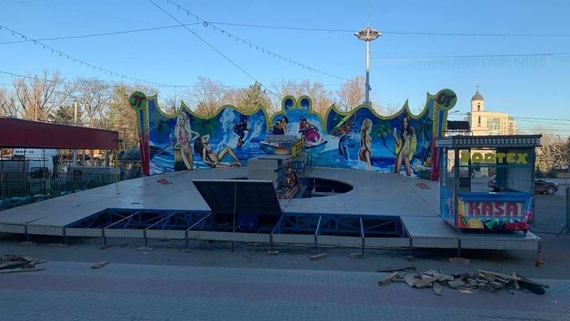 Caruselul erotic a fost instalat din nou în centrul Chișinăului