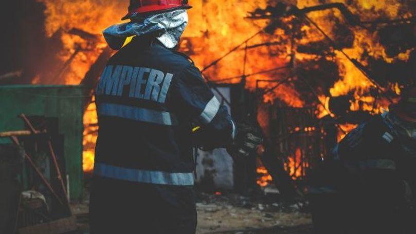 Flăcările au lăsat fără locuință o familie cu 2 copii din satul Puțintei