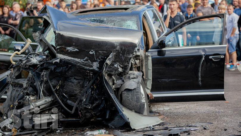 Troleibuz lovit de Porsche: Poliția anunță cauza accidentului mortal