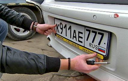 Злоумышленники в Тирасполе сняли с нескольких авто госномера российской регистрации