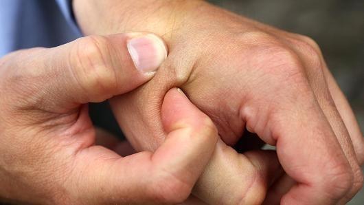 Работодатель вживит под кожу сотрудников микрочипы