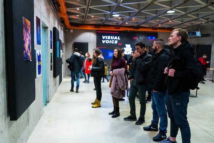 В креативном хабе Artcor прошла выставка постеров «Visual Voice»